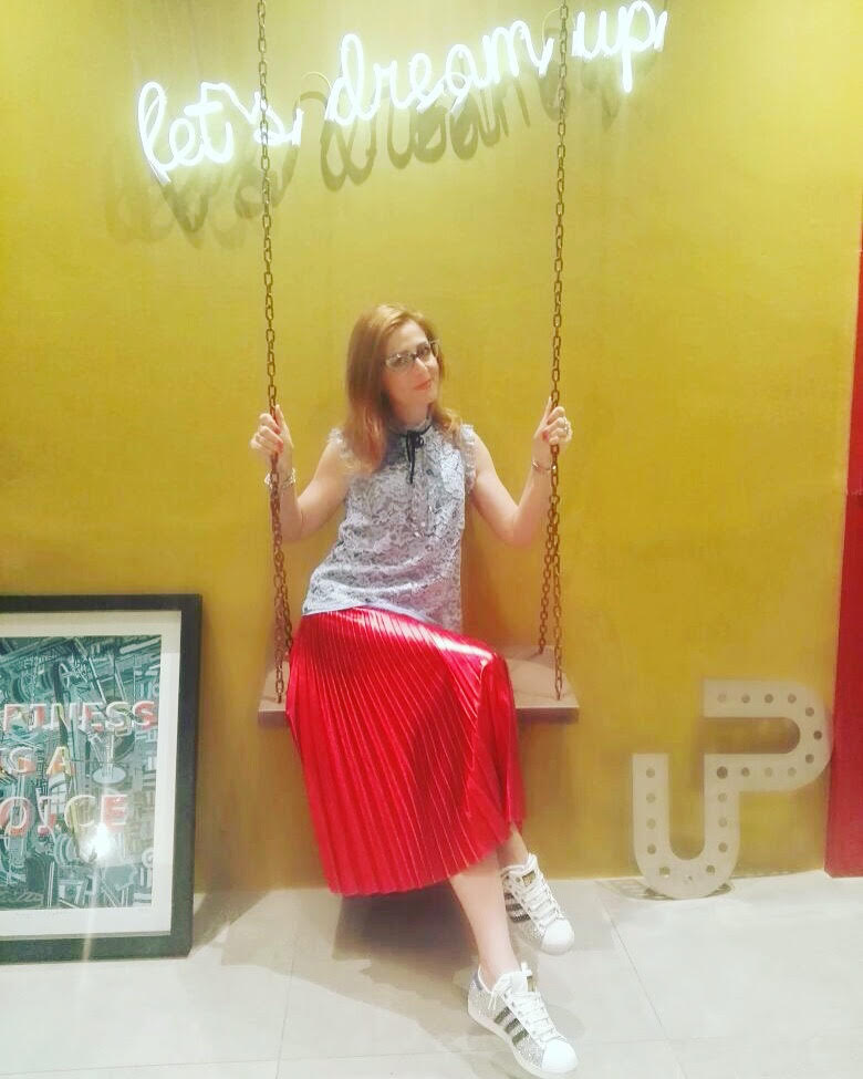 Me at Up Hotel on Fashion and Cookies fashion blog, fashion blogger style
