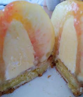丸ごと桃のケーキ♪