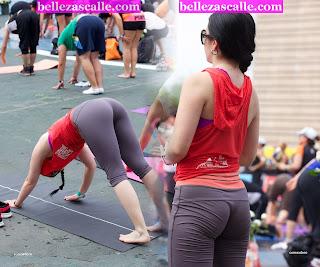 chicas-hot-haciendo-yoga