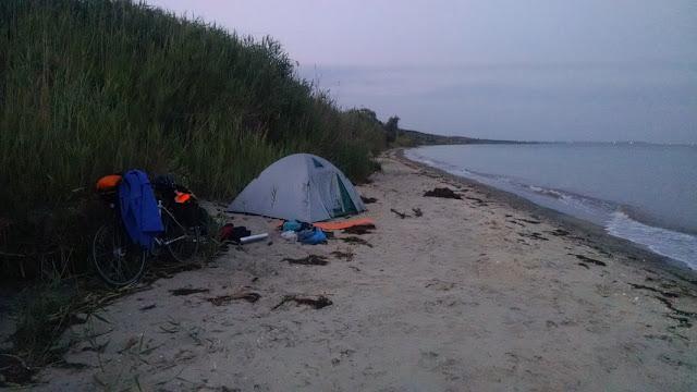 палатка на море