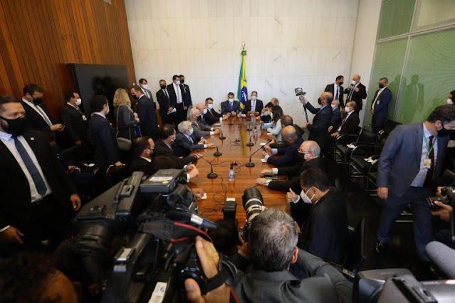 Bolsonaro entrega novo Bolsa Família e apresenta PEC dos Precatórios à Câmara