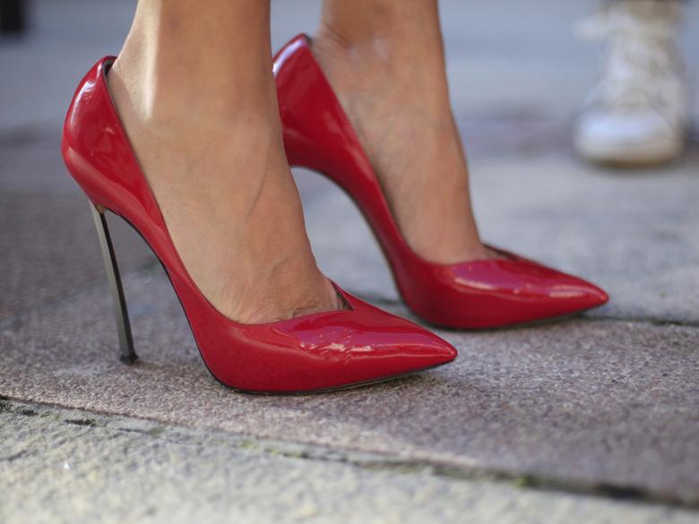 revendeur 967f0 dcd5e Blog 75: Billets-Marcher avec des talons aiguilles