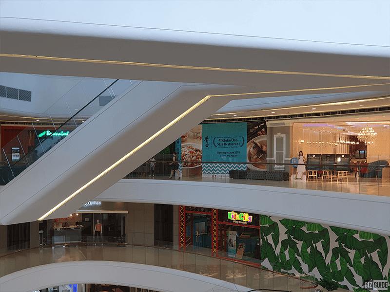 Samsung Galaxy S10+ telephoto indoors