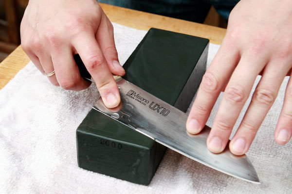 How to properly sharpen a knife with a bar