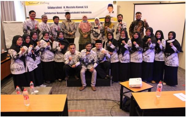 Bu Susi Tegas, Minta Honorer Diangkat jadi PNS, Bukan PPPK - Guru dan tenaga pendidik honorer nonkategori yang tergabung dalam forum SNWI (Solidaritas Nasional Wiyata Bakti Indonesia) Provinsi Sumatera Selatan menyampaikan aspirasi kepada Anggota Komisi X DPR Mustofa Kamal, dalam audiensi pada Sabtu (5/9) lalu.
