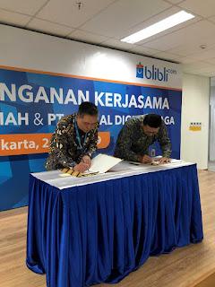 Penandatanganan kesepakatan oleh John Kosasih, Presiden Direktur BCA Syariah dan Kusumo Martanto, CEO Blibli.com