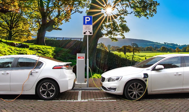 Perusahaan Automotif, Daimler dan Geely Buat Mesin Mobil Hybrid Bersama.lelemuku.com.jpg