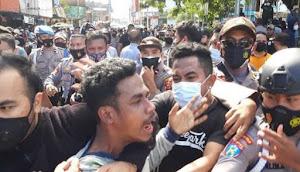 Mahasiswa  Ambon Demo Tolak PPKM