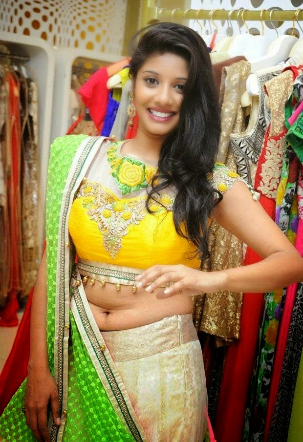 Keep the bhojpuri actress hot navel