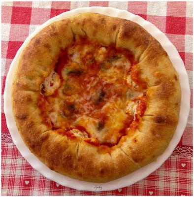 pizza col cornicione ripieno