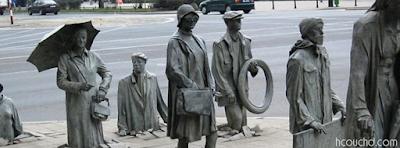تمثال عابر السبيل المجهول في فروتسواف، بولندا