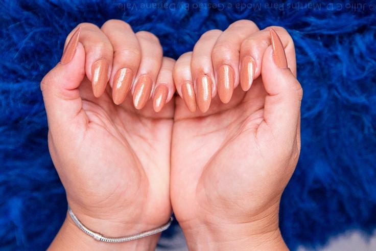 Unhas da semana: alongamento em nude com misturinha