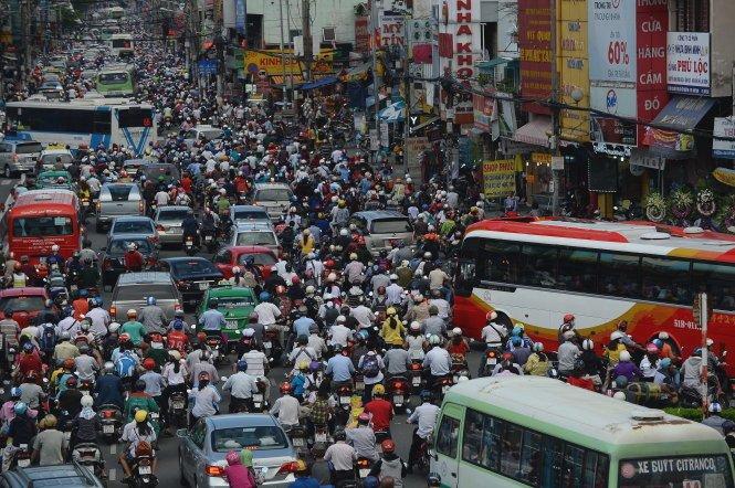 Hít khói ở Sài Gòn với chuyện rất lạ về xe cộ và đi lại