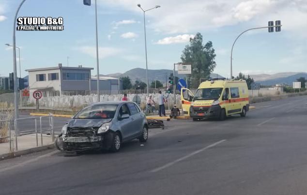 Σφοδρή σύγκρουση αυτοκινήτου με μηχανάκι στον περιφερειακό του Άργους