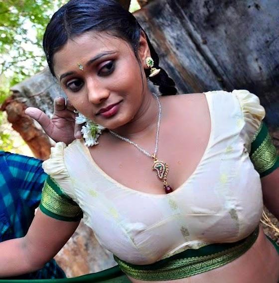 Desi aunty nipple visible