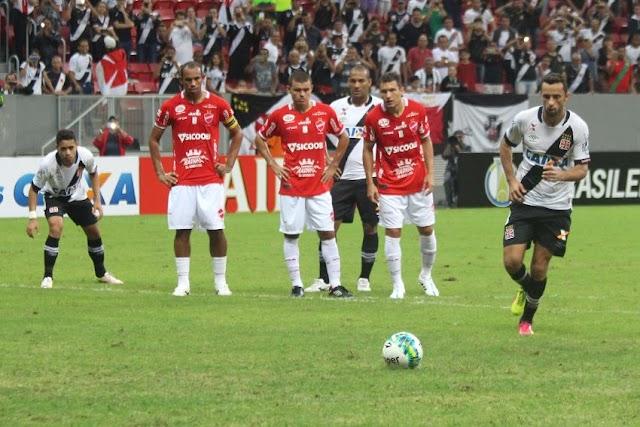 Com show de Nenê, Vasco permanece no topo da tabela