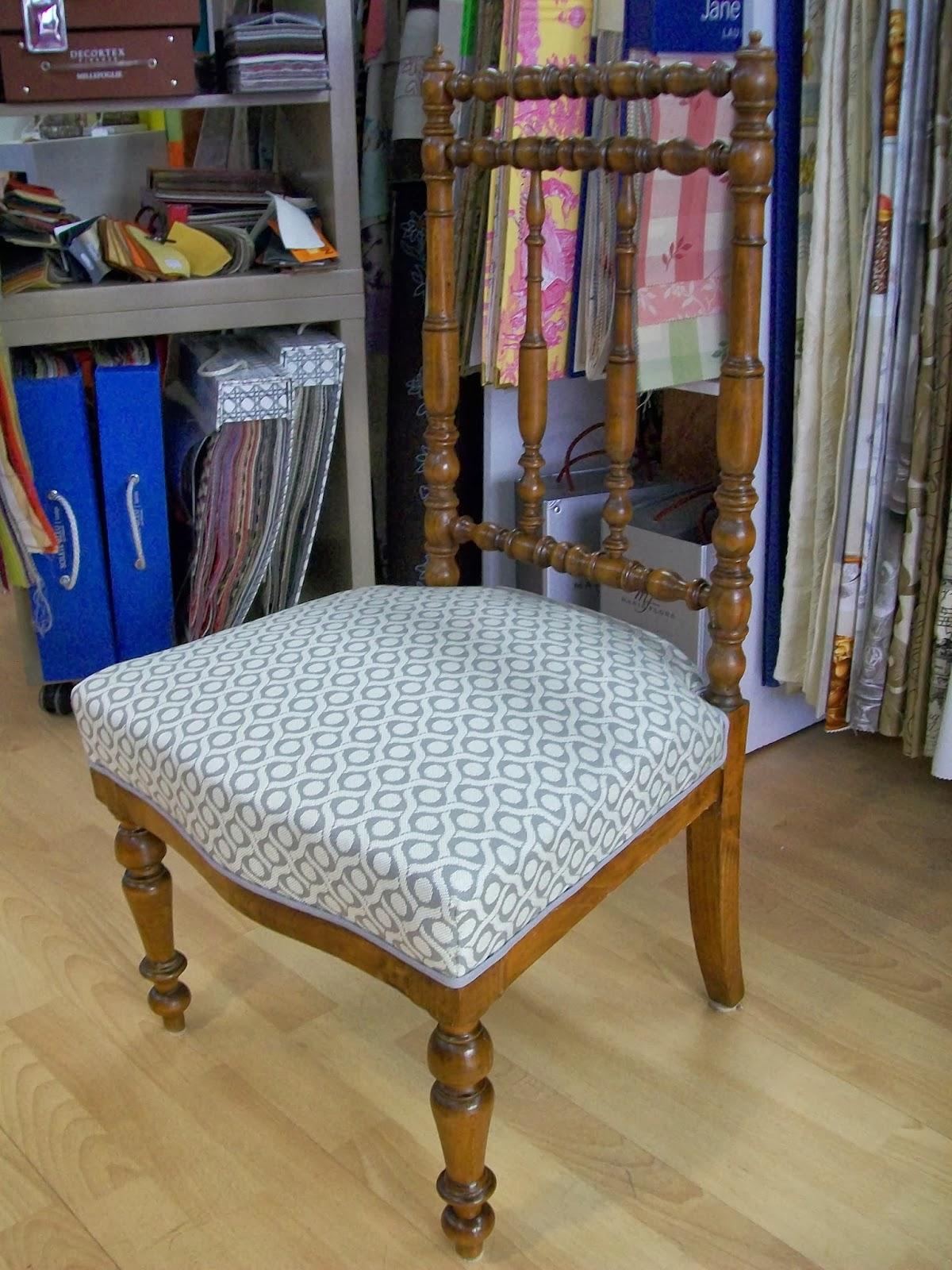 l 39 petite chaise liseuse. Black Bedroom Furniture Sets. Home Design Ideas