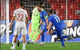 Bakasetas smashes in penalty to deny Luis Enrique's side their first win