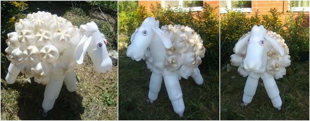 ovejas-con-botellas-de-plástico
