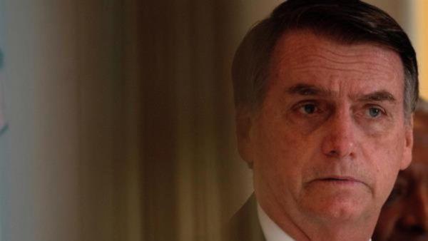 Bolsonaro afirma que no hace milagros ante gravedad de pandemia