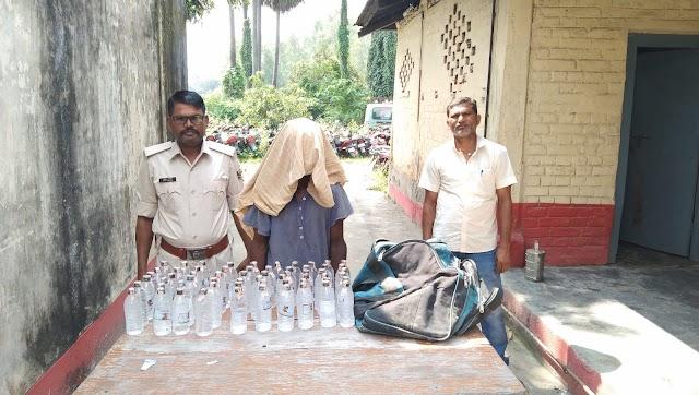 पुपरी का शराब तस्कर मधवापुर में गिरफ्तार