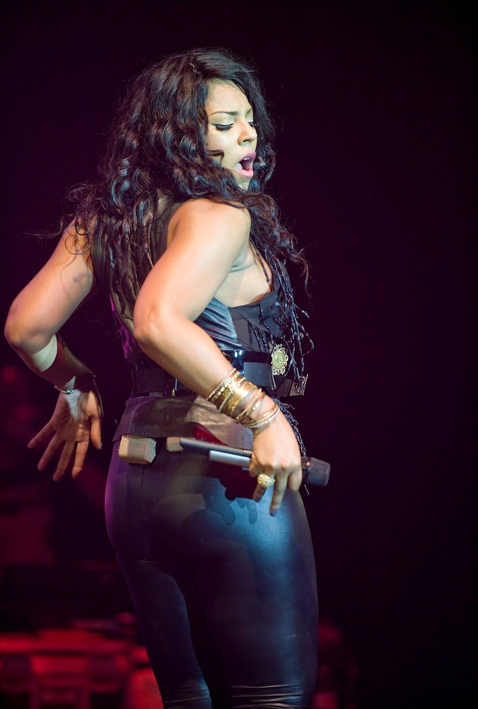 JewRawls.com: Just Cause... Ashanti's Thighs..