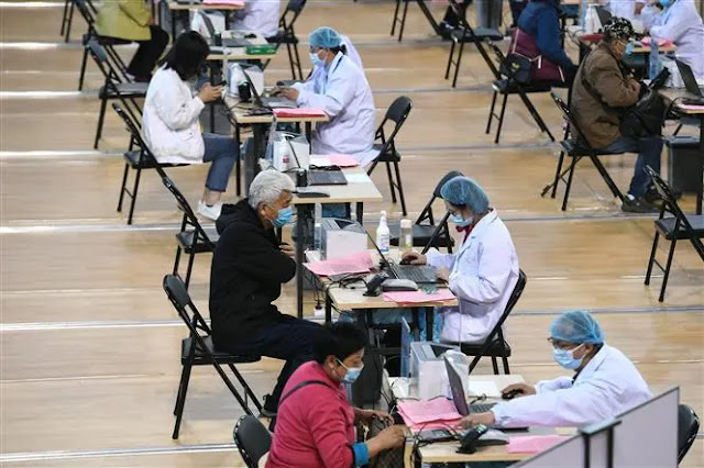 Registration for vaccination against COVID-19 in Nanjing, Jiangsu province, China on April 10, 2021. Photo: AFP
