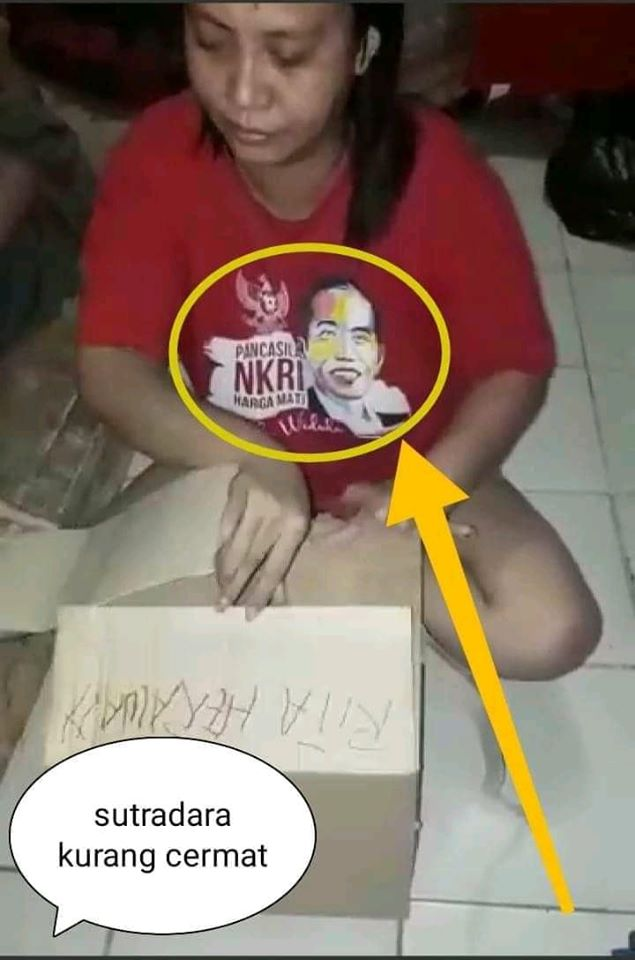 "Perempuan Berkaos Jokowi Penerima Bantuan DKI Ancam ""Potong Anies! Karungin Anies!"""