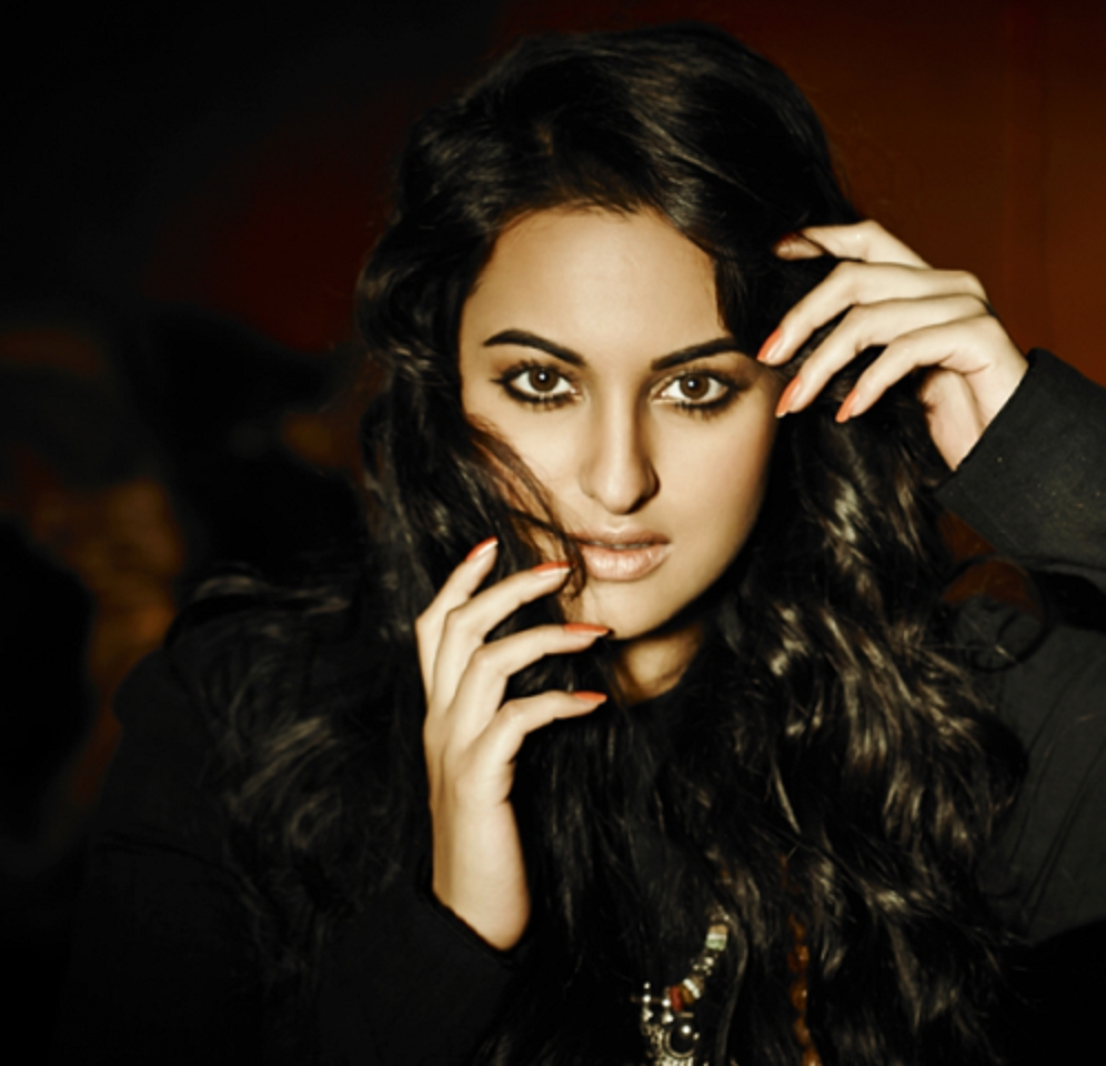 Famous Actress Sonakshi Sinha Wallpaper