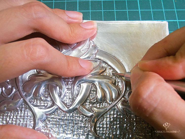 textura en el repujado en aluminio facilmente
