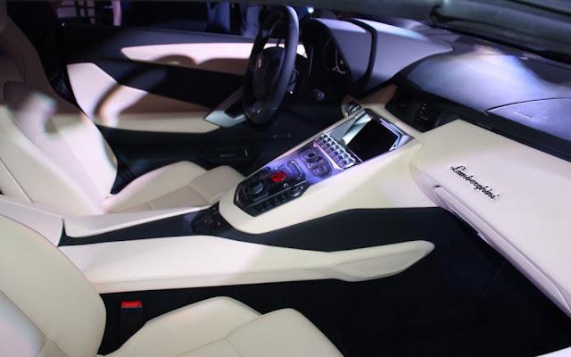2014 Lamborghini Aventador LP700-4 Roadster Dash