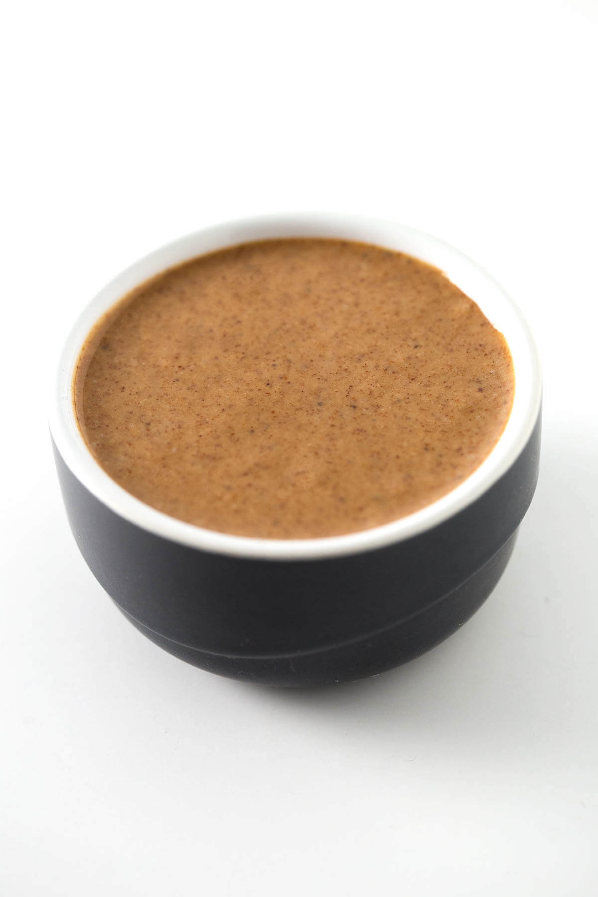 Homemade Almond Butter (Raw and Roasted) - Making almond butter at home is straightforward and only takes almonds. We teach you how to prepare raw or toasted butter.
