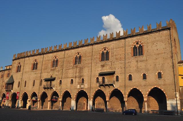 palazzo Capitano-Mantova-piazza Sordello