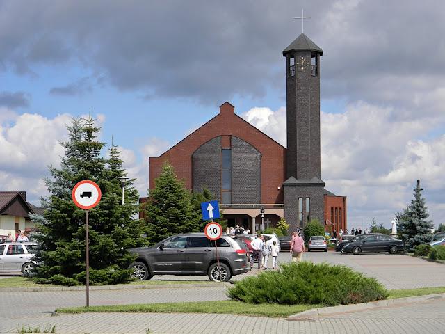 kościół w Wolsztynie jest nową, pięknie zaprojektowaną świątynią