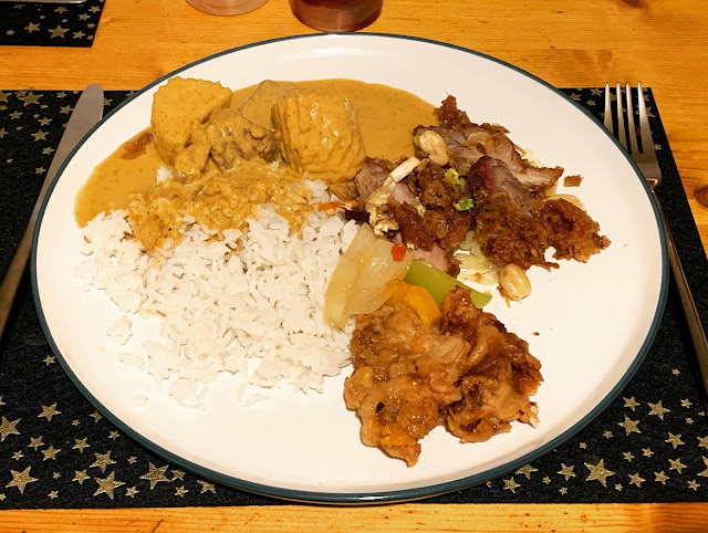 A selection of Thai main courses. Curries and rice