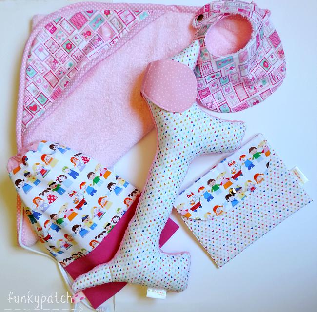 Canastilla para bebé de estilo moderno, personalizada y hecha a mano.