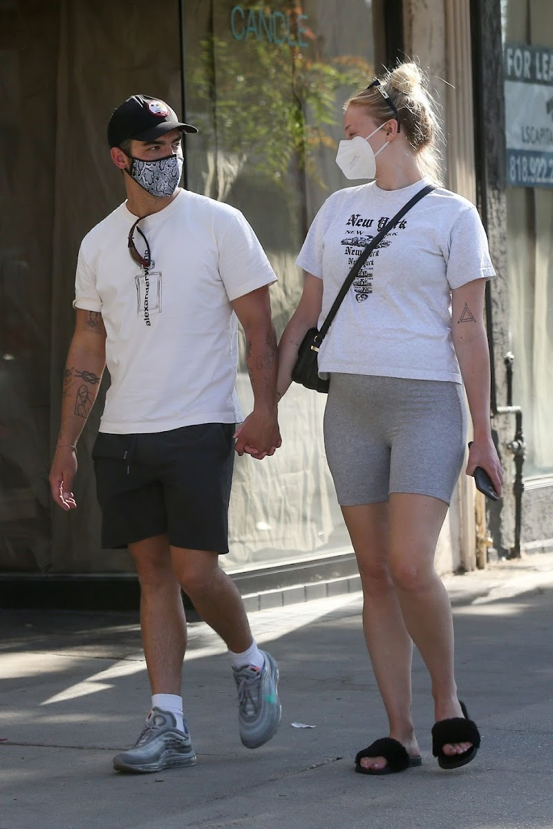Sophie Turner and Joe Jonas Out in Los Angeles 21 Jun -2020