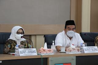 Pertemuan Bupati Blora Jawa Tengah H. Arief Rohman SIP, MSi, bersama Arief Syamsuhuda SE, MM Direktur Utama Perumda BPR Bank Blora Artha diterima oleh Bupati Jombang Hj. Mundjidah Wahab di ruang Swagata Pendopo Pemkab Jombang.
