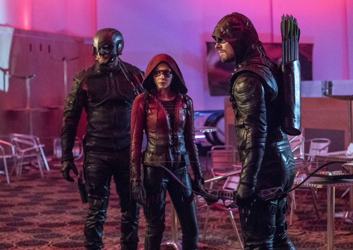 David Ramsey, Willa Holland, and Stephen Amell en Arrow