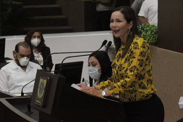 """La investigadora Julia Guadalupe Pacheco Ávila recibe el Reconocimiento """"Consuelo Zavala Castillo"""". Antonio Sánchez"""