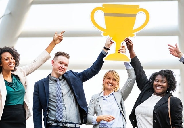 benefits implementing employee recognition programs