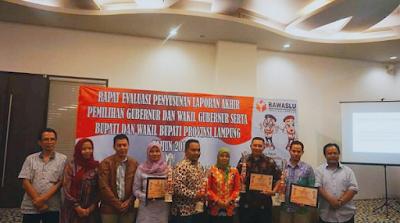 Bawaslu Lampung Beri Penghargaan Kepada Bawaslu Kab/Kota Terbaik