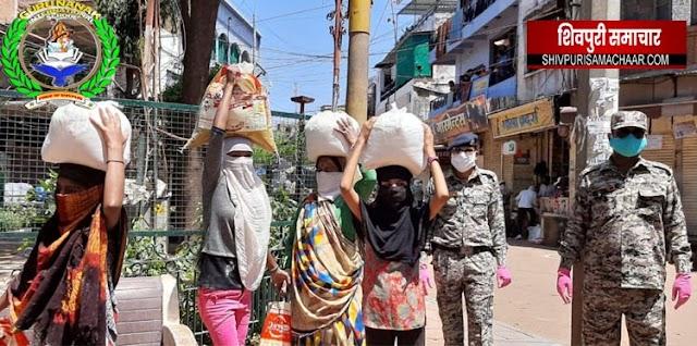 समाजसेवी राजेन्द्र पिपलौदा की टीम और राज डेवलपर्स ने जरूरतमंदों को बांटी खाद्य सामाग्री | Shivpuri News