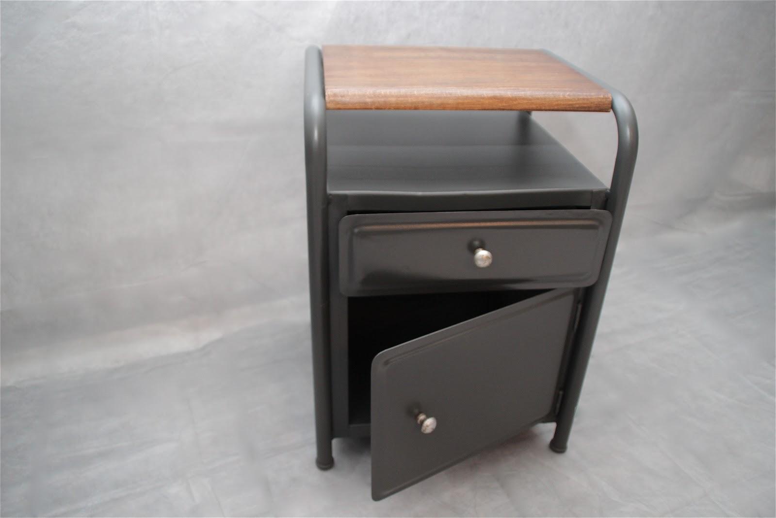 from hell chevet industriel. Black Bedroom Furniture Sets. Home Design Ideas