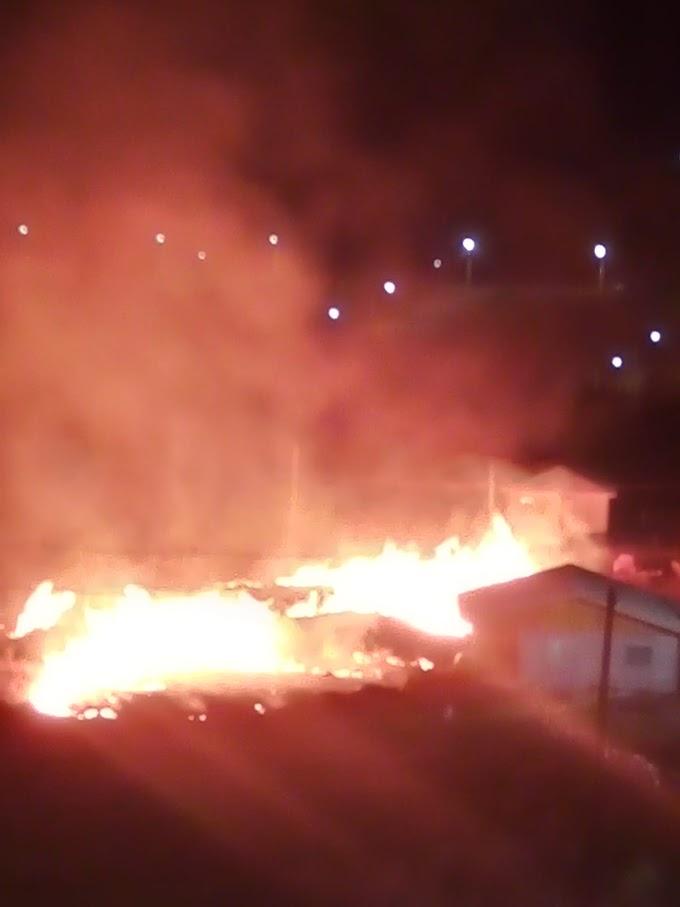URGENTE: Bombeiros atendem incêndio no Bairro Presidente Vargas em Laranjeiras do Sul