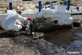 Μάχη για περιορισμό της ρύπανσης στον Σαρωνικό