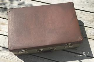 Stara tekturowa walizka