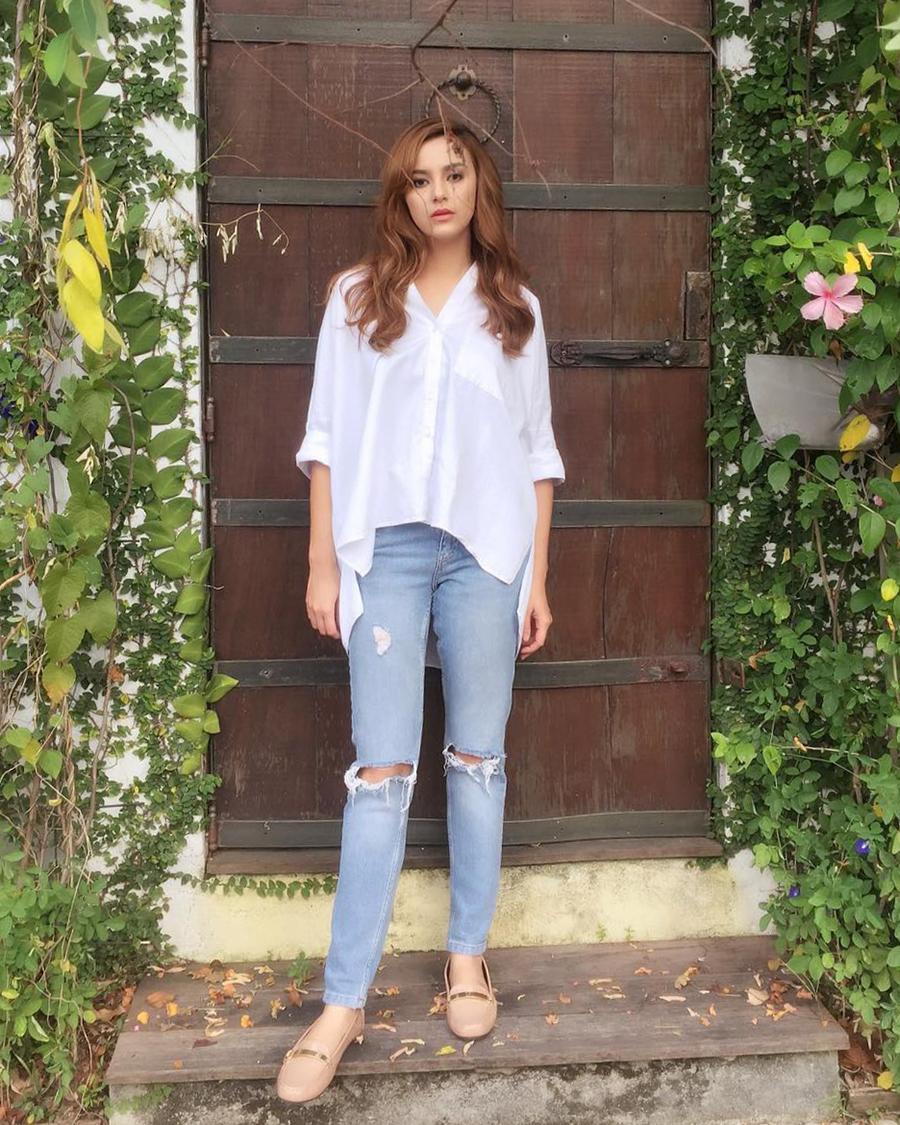 Juliana Evans artis malay Pakai Celana Seluar Jeans ketat dan seksi