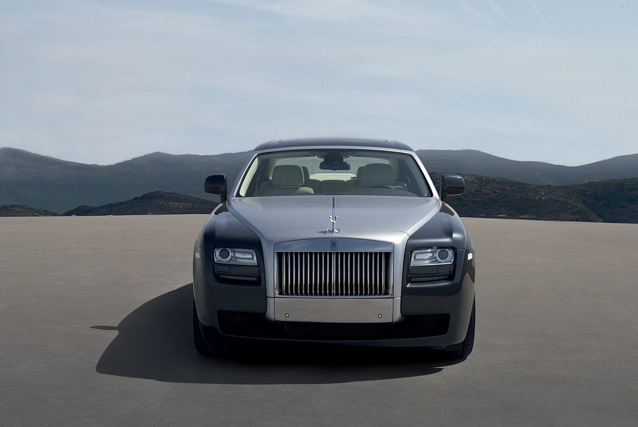 ilona wallpapers: Royal Royals Car Wallpapers Latest 2011 ...