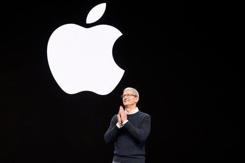 في يوم الثلاثاء الموافق 15 سبتمبر ، ستكشف Apple عن الكثير من الأجهزة الجديدة ، بما في ذلك ساعة Apple Watch 6 الذكية. لكن هذا نموذج رئيسي باهظ الثمن ، ومعه ، سيظهر نموذج أرخص ، Apple Watch SE ، لأول مرة. على غرار iPhone SE الرخيص. ومن المثير للاهتمام ، أن مطوري أجهزة Apple يطلقون على هذين الطرازين Watch Pro و Watch على التوالي. لذا فليس من حقيقة أن المنتج الجديد سيظهر لأول مرة تحت اسم Watch SE. لكن للراحة ، سوف نستخدمه.  ساعة APPLE WATCH SE على وشك الإطلاق بتصميم قديم وبدون دعم لتخطيط القلب   تم ذكر إصدار Apple Watch الرخيصة في تقرير Bloomberg قبل أسبوعين ، والآن تم نشر خصائص Watch SE من قبل المطلع المعروف Jon Prosser ، الذي لديه مصادره في Apple. وفقًا له ، سيتم تقديم Apple Watch SE بحجمين قياسيين. 40 و 44 مم ، ولكل منهما خياران: مع GPS و LTE.  التصحيح: 44 مم *  لا 42 مم  - جون بروسر (jon_prosser) 11 سبتمبر 2020   انضم إلى GizChina على Telegram يمكن تحقيق خفض التكلفة بطرق مختلفة. على سبيل المثال ، إزالة الميزات التي تتضمن أجهزة باهظة الثمن أو الاعتماد على تصميمات من الطرز السابقة. لقد رأينا بالفعل كلاهما مع مثال iPhone SE ، وينطبق الشيء نفسه على Apple Watch SE. سترث الساعة تصميم Apple Watch 4 ، ولن تتلقى وظيفة Always On Display ووظيفة تسجيل ECG. سيكون أساس الأجهزة للجهاز هو شريحة M9.  لقد بدأ Apple بالفعل في الإنتاج الضخم لـ iPhone 12 بقيت أيام قليلة قبل عرض Apple التقديمي ، والشركة تستعد له. وفقًا للمعلومات الجديدة ، فإن شركة Apple جاهزة بالفعل للإنتاج الضخم لسلسلة iPhone 12 ، وتخطط الشركة أيضًا لإطلاق iPhone 12 للبيع في أواخر سبتمبر أو أوائل أكتوبر.    تأمل شركة آبل في الحصول على ما يصل إلى 80 مليون جهاز iPhone 5G من جميع مصانعها بحلول نهاية العام ، وفقًا للبيانات الجديدة. يجب إنتاج الباقي في أوائل عام 2021. وفقًا للشائعات ، من المتوقع أن يكون 80 مليونًا ، 40 ٪ سيكون iPhone 12 Max.    وفقًا لرئيس سلسلة التوريد ، تمكنت Apple من تقليل التأخير من عدة أشهر إلى عدة أسابيع. سيتم التجميع النهائي لبعض طرازات iPhone 12 في أوائل أكتوبر.  تشير مصادر التوريد أيضًا إلى أن شركة Apple قد بدأت بالفعل في الإنتاج الضخم لـ AirTags ، وهي أجهزة تتبع Bluetooth تم الإعلان عنها منذ فترة ط